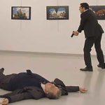 بالفيديو .. لحظة اغتيال السفير الروسي في تركيا بالرصاص