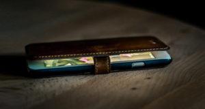 تطبيق في هاتفك الذكي يتجسس عليك دون علمك!
